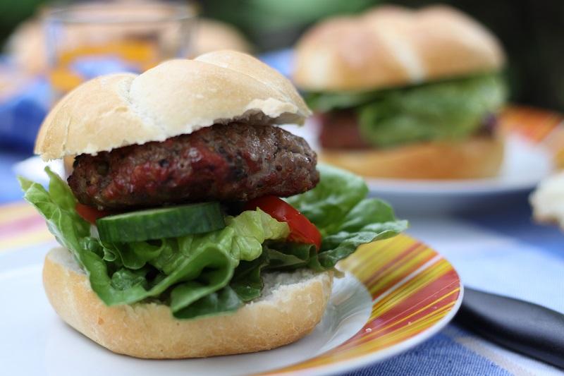 Hamburger z hovězího masa